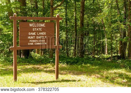 A Pennsylvania Game Commission Welcome To State Game Land Sign In Venango County, Pennsylvania, Usa