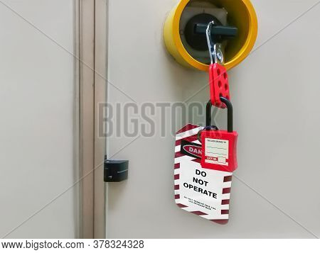 Red Key Locked And Tag For Process Cut Off Electrical,the Toggle Tags Number For Electrical Log Out