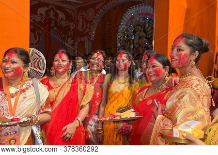 October 2018, Delhi, India. Women Are Playing With Sindur Or Vermillion On The Occasion Of Maha Vija