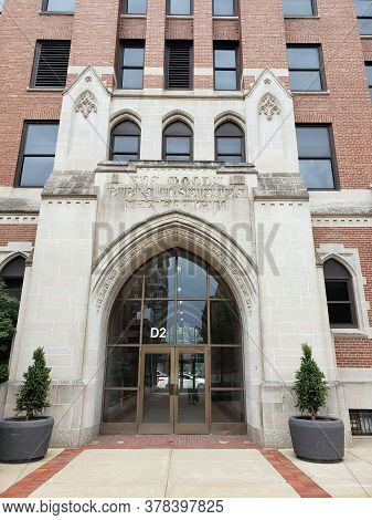 Chicago, Il July 17, 2020, Moody Bible Institute Crowell Hall Entrance And Archway