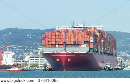 Oakland, Ca - July 23, 2020: Pilot Vessel Golden Gate Approaching Cargo Ship One Stork To Pick Up Th