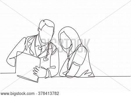 One Continuous Line Drawing Of Young Male Doctor Giving Consultation Session To Female Patient While