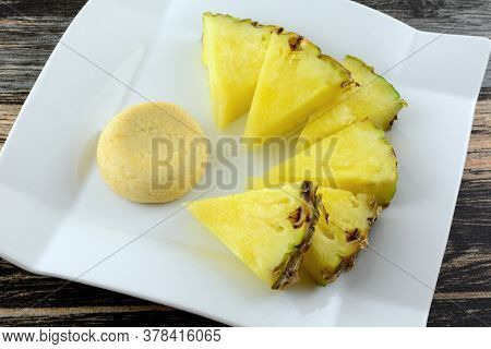 Pineapple Shortbread Cookie  With Pineapple Filling And Fresh Pineapple Wedges On White Dessert Plat