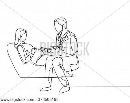 One Continuous Line Drawing Of Male Obstetrics And Gynecology Doctor Checking Young Pregnant Mom Who