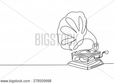 Single Continuous Line Drawing Of Old Retro Analog Vinyl Gramophone With Circle Wooden Desk. Classic