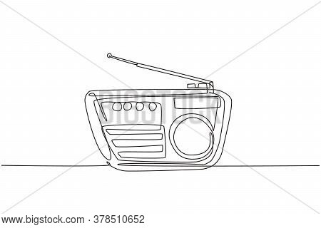 One Continuous Line Drawing Of Retro Old Fashioned Radio. Classic Vintage Analog Broadcaster Technol