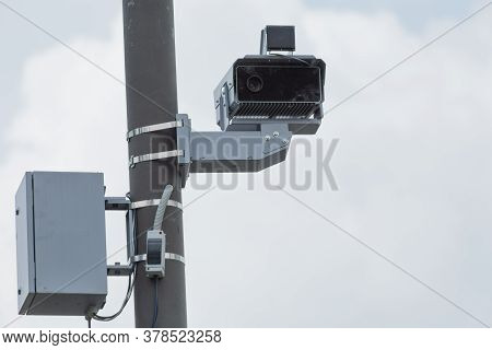 Radar Fixing The Speed Of Cars On The Road.