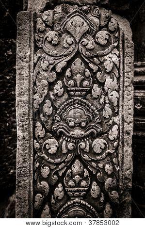 Banteay Srei carving column at AngkorWat