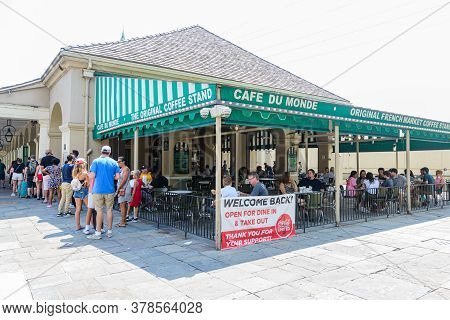 New Orleans, Louisiana/usa - 6/20/2020: Full Side View Of Cafe Du Monde In The French Quarter After