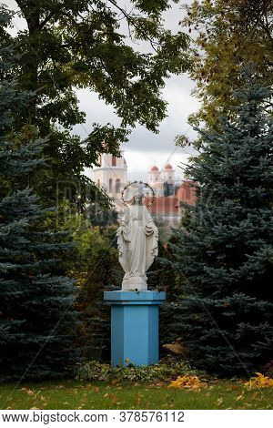Vilnius, Lithuania - October 7, 2017: Statue Of The Virgin Mary In The Courtyard Of The Catholic Chu