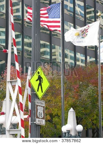 ILLINOIS AND AMERICAN FLAGS IN DOWNTOWN CHICAGO, ILLINOIS