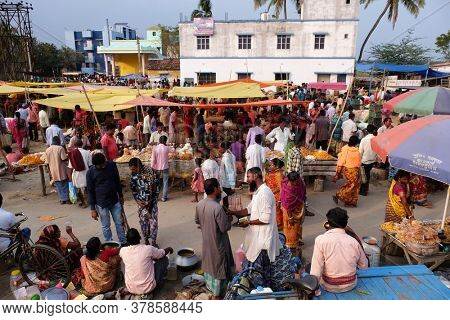 CHUNAKHALI, INDIA - FEBRUARY 26, 2020: Weekly local market in Chunakhali village, West Bengal, India