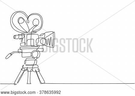 Single Continuous Line Drawing Of Retro Old Classic Video Recorder. Vintage Analog Cinema Maker Item