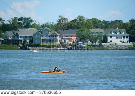 Virginia Beach, U.s.a - June 30, 2020 - The View Of The Waterfront Homes And A Kayak On Owl's Creek