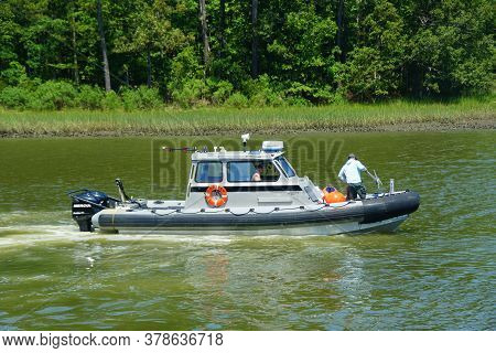 Virginia Beach, U.s.a - June 30, 2020 - A Boat Moving On Owl's Creek During The Day