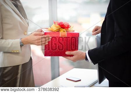 Gift Giving Festival,bonuses To Employees,happy New Year