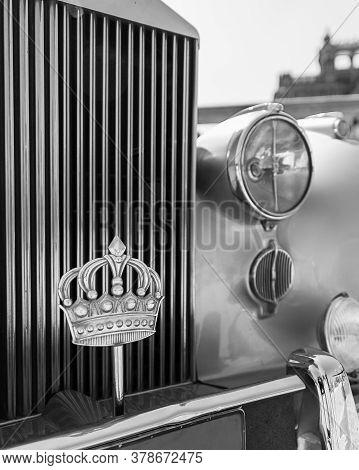 Cairo, Egypt- July 29 2020: 1945 Rolls Royce Car With The Royal Crown Of Jordan, Belonged To King Hu