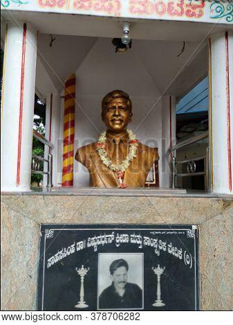 Closeup Of Legend Kannada Film Actor Dr. Vishnuvardhan Or Sahasa Simha Vishnuvardhan Bronze Statue I