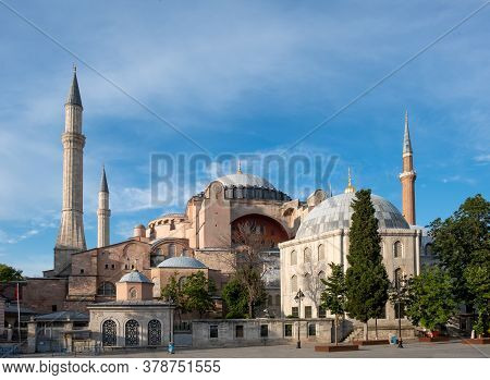 Hagia Sophia Old Church And New Mosque In Istanbul - Turkey
