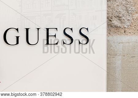 Bordeaux , Aquitaine / France - 07 25 2020 : Guess Logo And Sign Text On Storefront Shop Luxury Clot