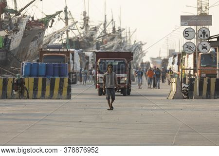 Jakarta, Sunda Kelapa Port, Indonesia - July 15, 2019: Boats, Goods And Workers In The Port Of The C