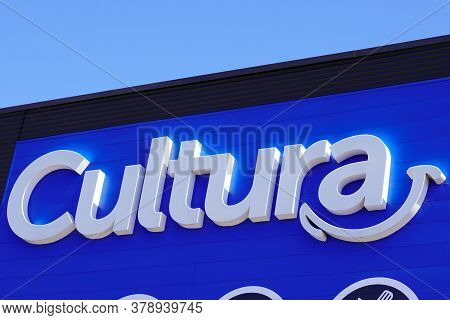 Bordeaux , Aquitaine / France - 07 25 2020 : Cultura Text Logo And Sign Of French Shop Advertisement