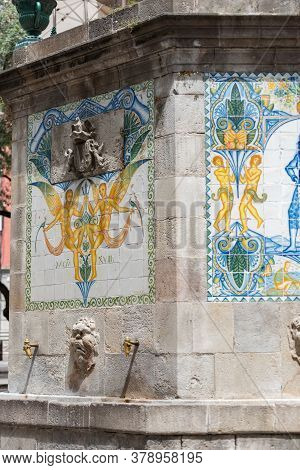Barcelona, Spain : July 29, 2020 : Antique Street Drink Water Source In Gothic Quarter, Barcelona, C