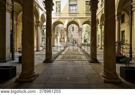 Milan, Italy - April 17, 2018. Inner Courtyard Of Old Building In The Historical Center Of Milan, At