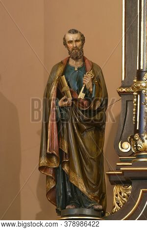 ZAGREB, CROATIA - SEPTEMBER 29, 2012: St. Peter's statue on the main altar of St. Clare Church in Zagreb, Croatia