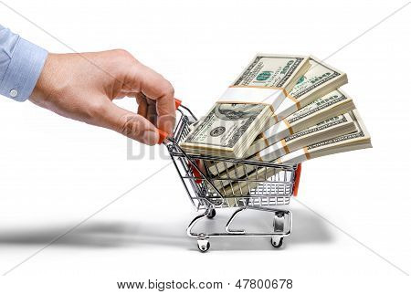 Businessman's Hand & Stahl Lebensmittelgeschäft Karren voller Geld Stacks - isolated on white background