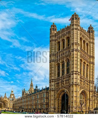 Lord Oliver Cromwell statue outside Palace of Westminster, Houses of Parliament, with Big Ben in the