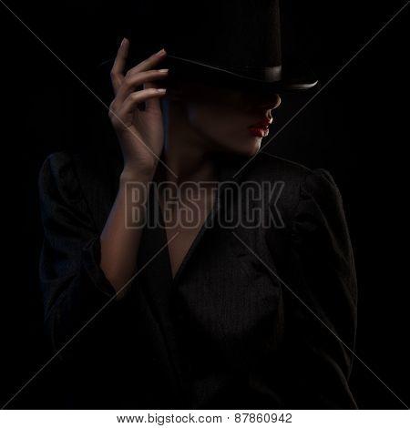 Elegant blond retro woman in hat