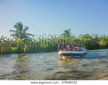 Adventure Boat Trip In Cartagena