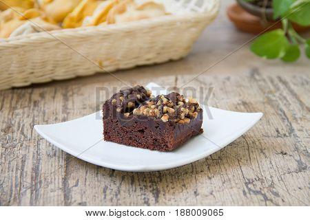 Brownie de chocolate y frutos secos. Chocolate brownie and nuts.