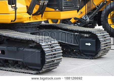 Continuous track, system of vehicle propulsion, used on heavy equipment, agricultural or construction vehicles