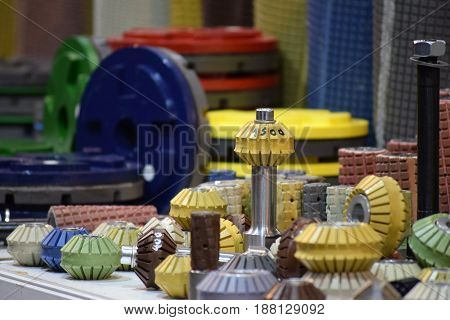 Grinding discs and milling tools in various shapes and colours