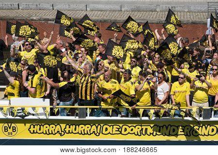 Bvb Fans / Borussia Dortmund Fans On Boat In Berlin