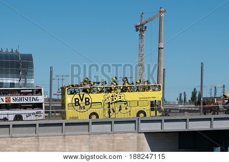 Bvb Fans / Borussia Dortmund Fan Bus In Berlin