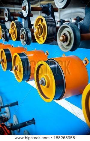Drive wheels and auxiliary rollers of an automatic winding machine. Equipment for winding wire on bobbins.