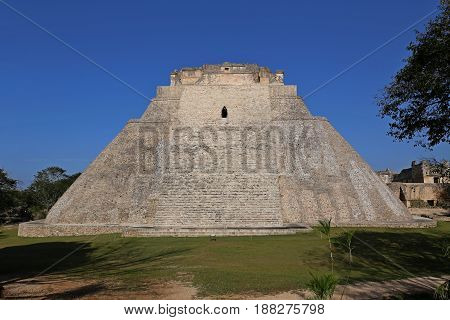 Pyramid of the Magician, Piramide del adivino, in ancient Mayan city Uxmal, Mexico