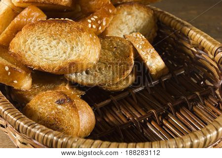 Grilled slices of French bread in a wicker basket
