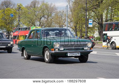 ST. PETERSBURG, RUSSIA - MAY 21, 2017: Green Volga of GAZ-24 of 1971 of release participates in the III St. Petersburg parade of retrotransport