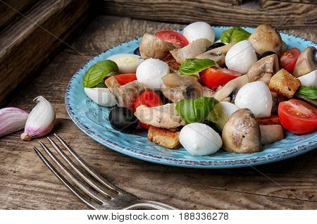 Fresh Salad With Chicken And Herb