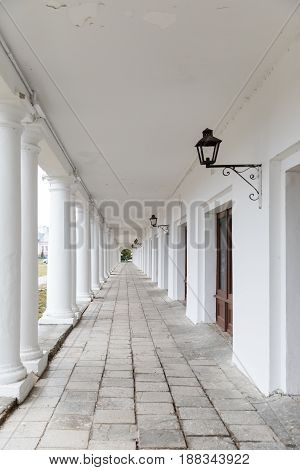 Suzdal, The Golden Ring of Russia. Shopping arcade Gostiny Dvor in the city center of Suzdal, in the form of a long gallery with archesof Suzdal, in the form of a long gallery with arches