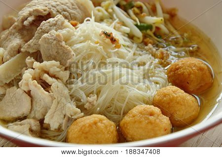 rice vermicelli topping shrimp ball and slice boiled pork in soup