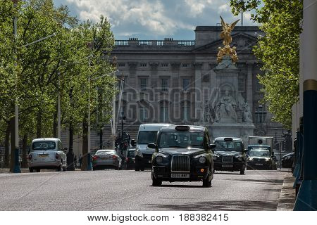 LONDON UK - APRIL 25 2017: Traffic on The Mall in London with Buckingham Palace in the background.