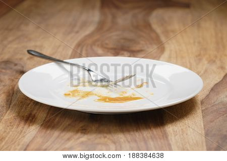 empty plate after eating cheesecake with caramel, shallow focus