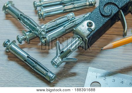 Dowels, gypsum wall fastenings and building gun