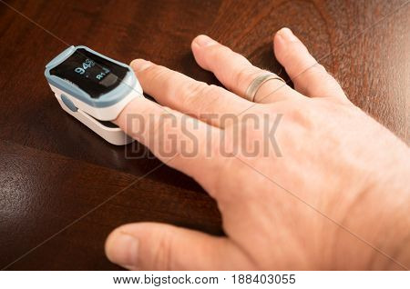 Fingertip Oxygen Sensor Pulse Rate Health Testor Oximeter