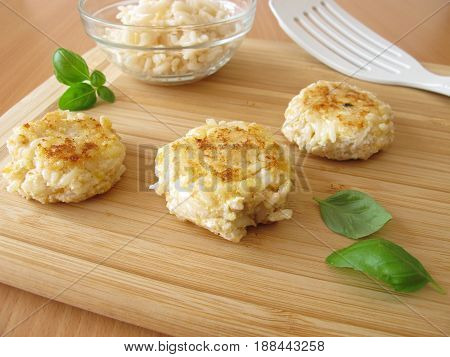 Veggie burger with rice, cream cheese and herbs